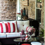 Red_and_White_sofa700